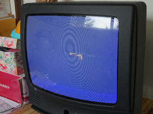 """REDUCED  19"""" GE TV with user's guide and remote Cornwall Ontario image 4"""