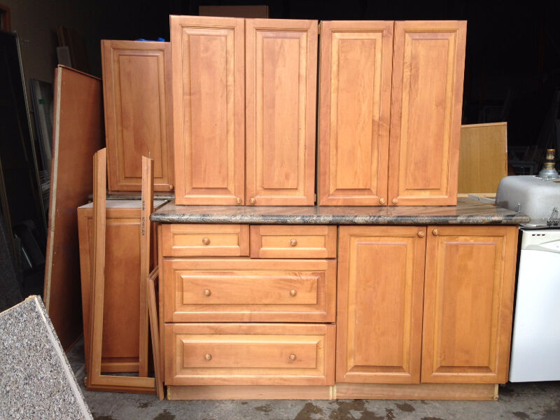 Large maple kitchen granite counter tops cabinets for Kitchen cabinets kijiji