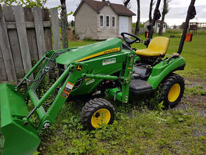 Tracteur John Deer 1023 E