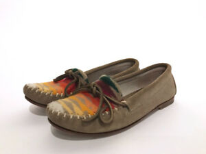 Leather and embroidery moccasin