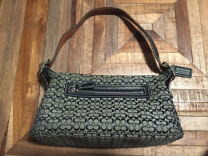 4ce700e1607 Buy or Sell Women s Bags   Wallets in Barrie   Clothing   Kijiji ...