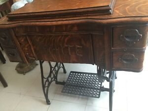Antique WHITE treadle sewing machine in excellent condition London Ontario image 1