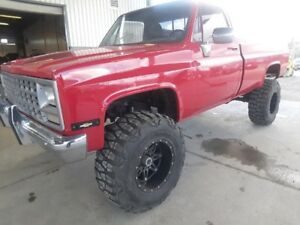 1985 k15! fresh paint! lifted!