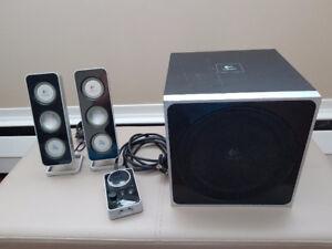 Logitech Z-4 2.1 Speaker System