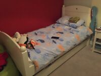 Feather and black Noah bed