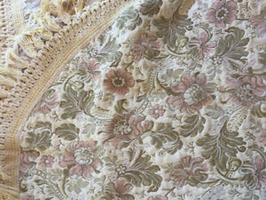Bedspread- floral- perfect condition- made in Italy
