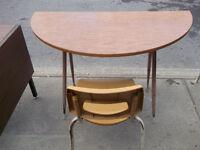 Pupitres Desks Tables de Travail Work Tables Chairs Chaises