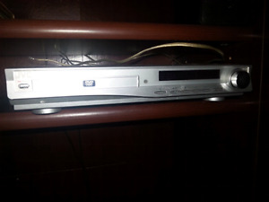 JVC    DVD PLAYER WITH  RADIO /SPEAKERS