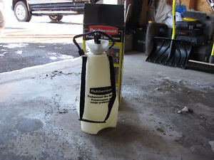 Rubbermaid 3 gallons Professional Sprayer
