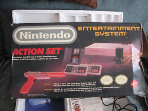 NINTENDO SYSTEM & BOX & PAPERS