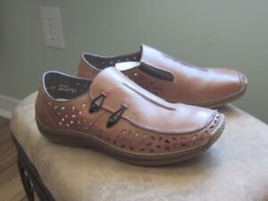 Pair of 'Rieker' Tan Leather Shoes - Never Worn - Size 8
