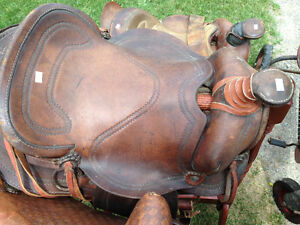 2 VINTAGE WESTERN HORSE SADDLES - PARKER PICKERS -