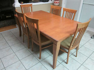 SOLID MAPLE TABLE WITH 6 CHAIRS