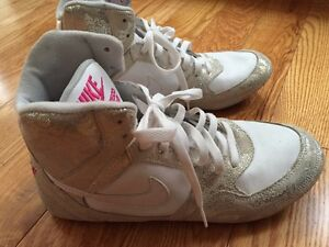 Nike size 10 high tops woman's white and silver paisley print Kitchener / Waterloo Kitchener Area image 3