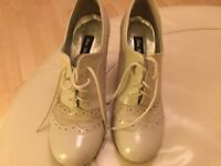 Size 6 Grey Heeled Lace-up Brogues