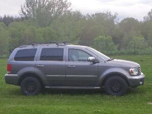 2008 Chrysler Aspen Limited SUV, Crossover