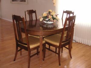 WALNUT Dining Room Set - SEATS 4 to 12 - GREAT CONDITION