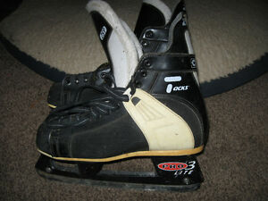 CCM Men's Size 10 - Gananoque