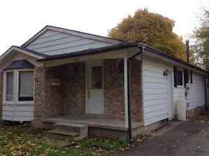 458 Midwood Crescent - 5 bedroom house, 3 rooms avaiable sublet Kitchener / Waterloo Kitchener Area image 1