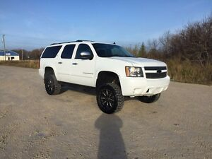 2007 Chevy suburban LTZ! LIFTED!FULLY LOADED!