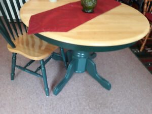 SOLID WOOD KITCHEN TABLE & 6 CHAIRS-MINT CONDITION