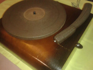 L.D Cahoon Choreograph electric record player 1940s-50s Astatic