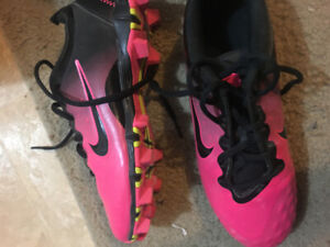 Girls baseball cleats 5.5us and batting helmet (all like new)