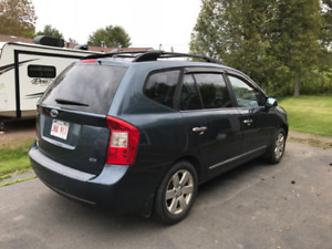 Kia Rondo 2009, only 158 000 km comes with winter tires and rims