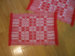 SET of FOUR HEAVY THICKLY-WOVEN ATTRACTIVE MATCHING PLACEMATS