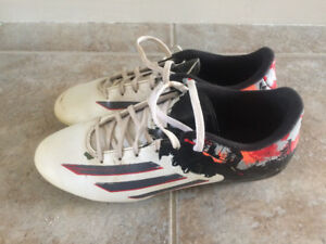 Boys Size 7.5 Soccer Shoes