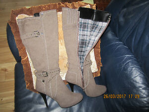 Women's Size 8 Boots Never used!