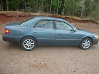 "FOR SALE:  2001 TOYOTA CAMRY XLE SEDAN  "" MOONROOF """