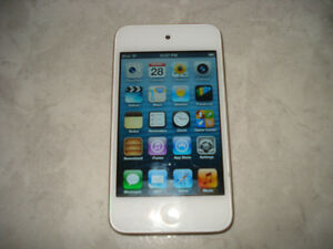 Ipod Touch 16GB 4th Gen w/Samsung Headphones!!!