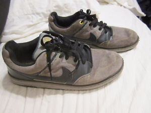 NIKE 6.0 GRAY SUEDE SHOES