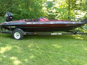 1994 Stratos 284 Bass Boat with Envinrude 150 and stratos traile