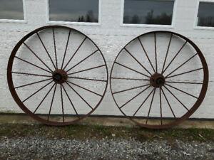 plusieurs roues antiques..BROCANTE FLEUR DE LYS