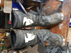 Thor size 9 motocross boots