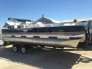 Quality built 22ft combo pontoon