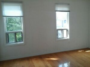 DOWNTOWN second whole floor 3br 2 washroom