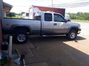 2004 Chevy Silverado 2500 HD Duramax LLY engine