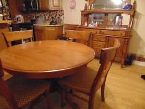 Solid wood table with 5 chairs plus extension