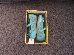 Brand new shoes for little girls size 7 Kitchener / Waterloo Kitchener Area image 3