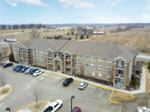 New Listing! Beautiful ground level condo in Barrie's east end!