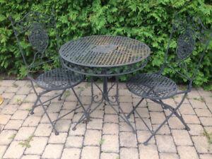 petite table en fer pour 2 personnes