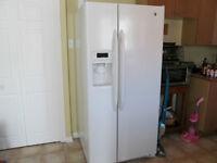 Réfrigérateur GE blanc avec distributeur - PRIX NÉGOCIALBLE