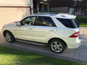 White Mercedes Benz ML350 2013