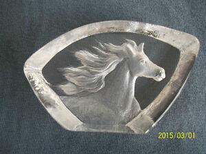 Cheval sculptée dans du verre, très pesant, collection Maleras