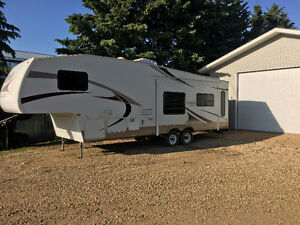 Like New 2006 29ft Laredo by Keystone 5th Wheel Trailer