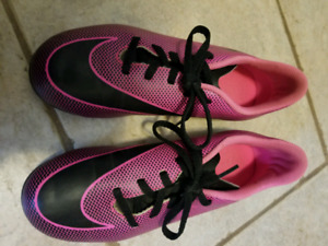 Nike soccer shoes size 5