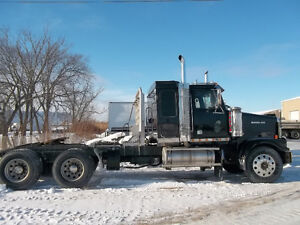 "2007 Western Star low kms 34"" bunk 46 rears 4 way locks 240"" wb"